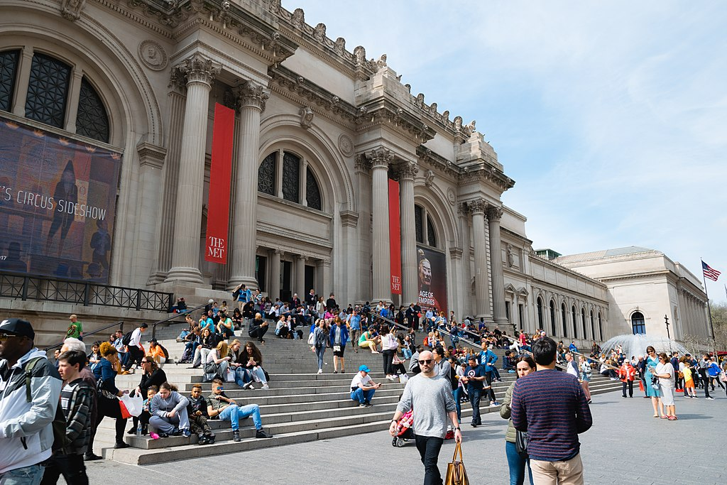 Exterior photo of the Metropolitan Museum of Art