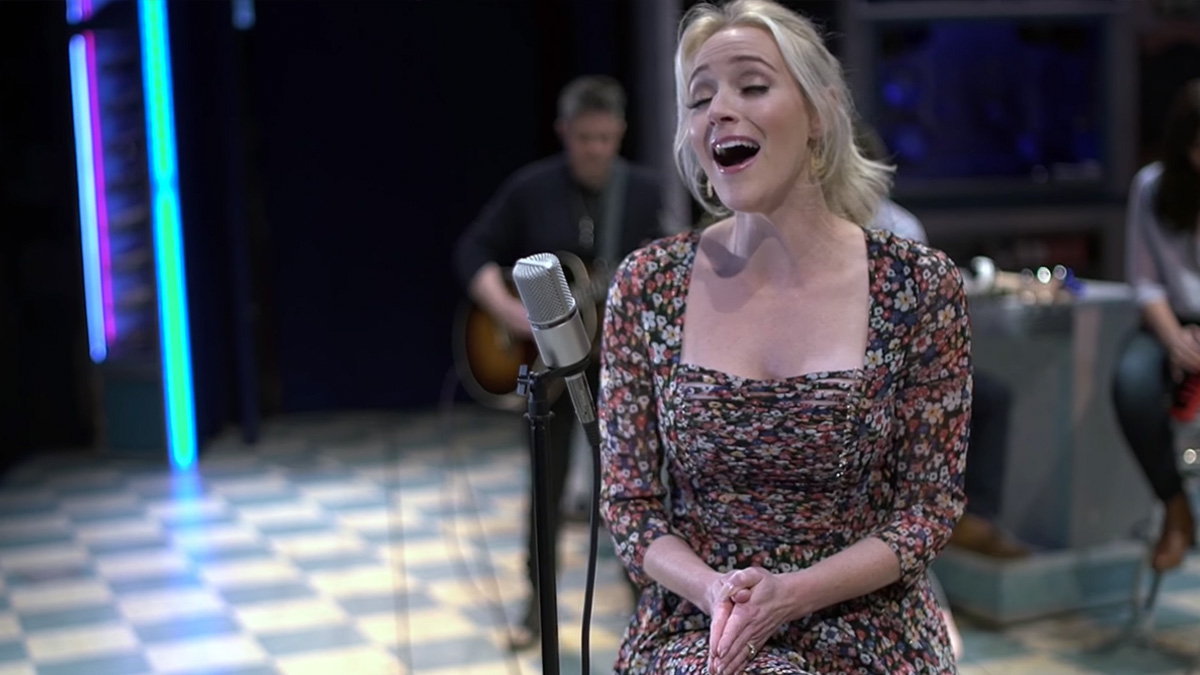 "Sneak Peek: Betsy Wolfe Sings ""Everything Changes"" From Waitress"
