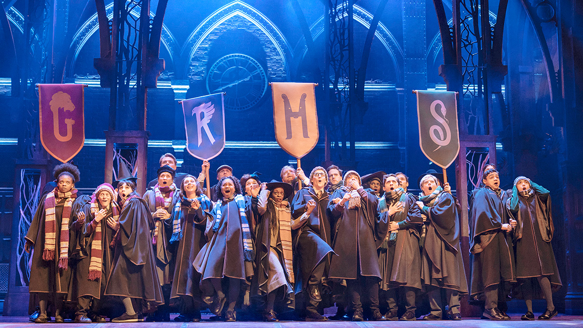 The company of Harry Potter and the Cursed Child. Photo by Manuel Harlan.