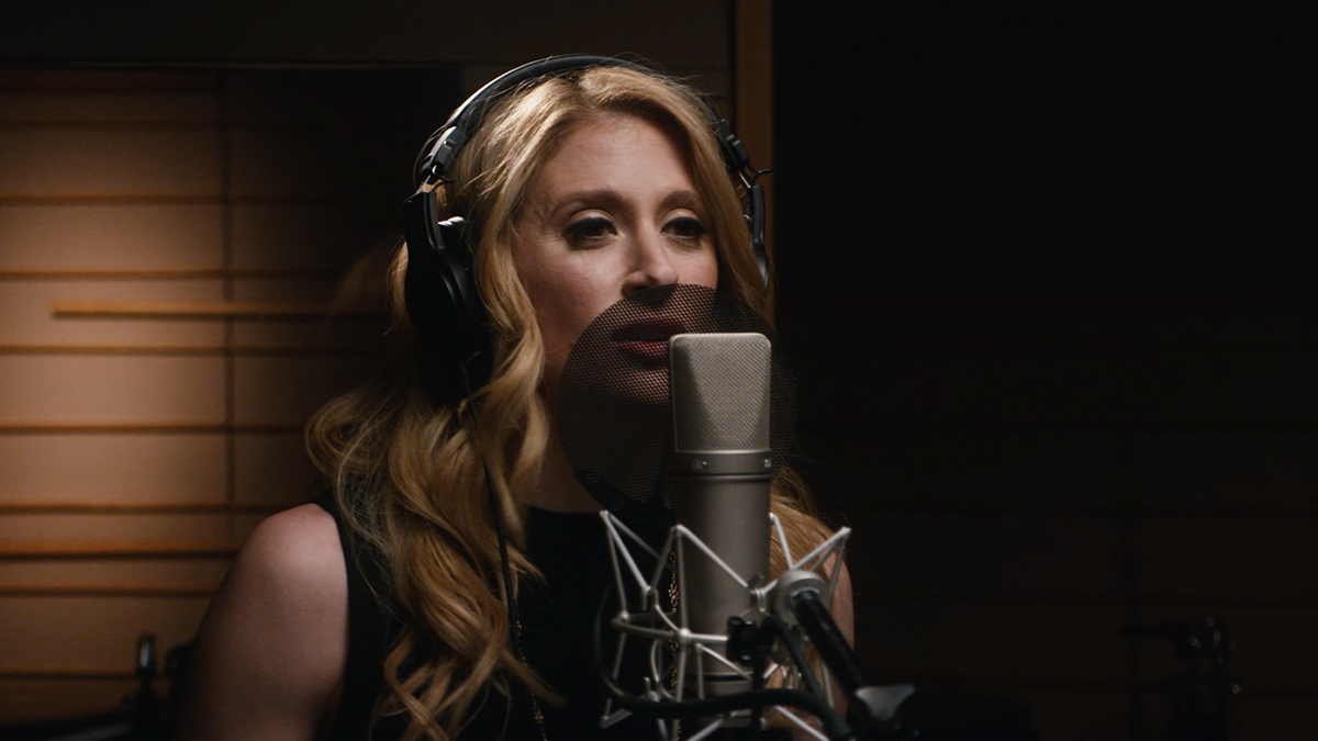 "Caissie Levy performs ""Let It Go"" from Frozen on Broadway"