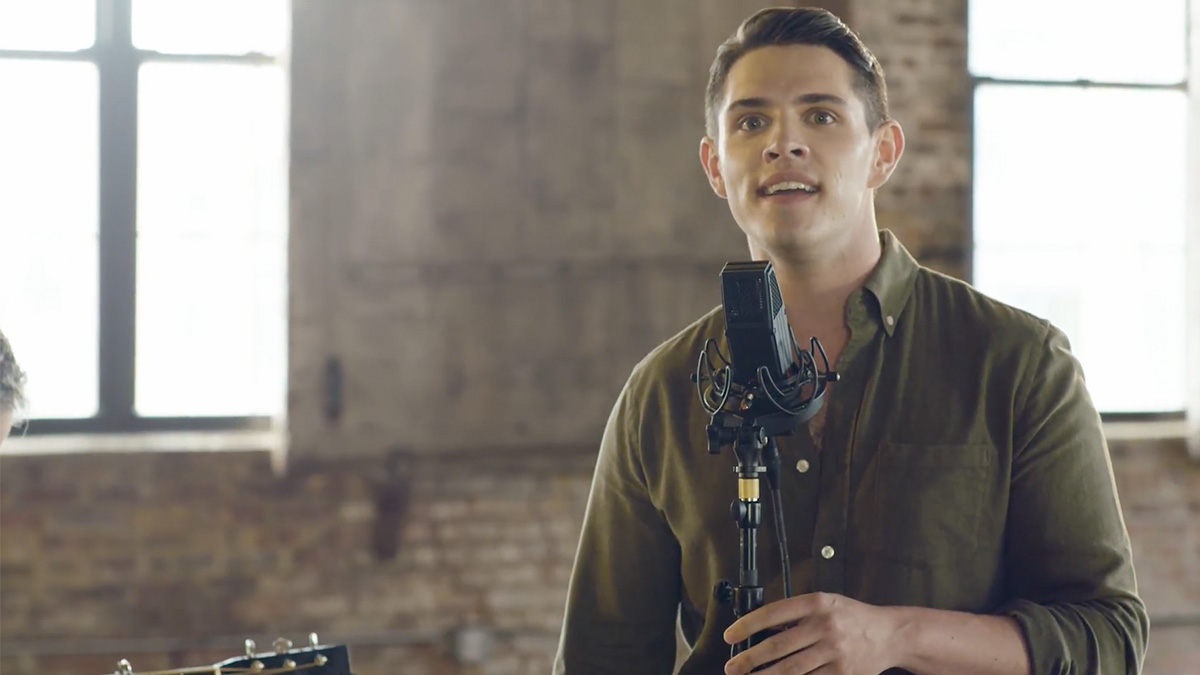 Out of Oz: Jackie Burns & Casey Cott Perform <i>Wicked</i> Mashup