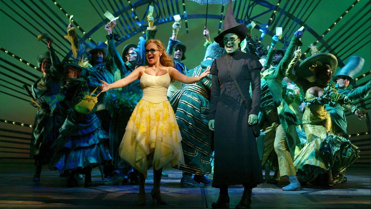 Kristin Chenoweth, Idina Menzel, and the Broadway cast of Wicked the Musical