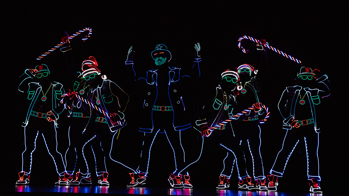 Light Balance in The Illusionists - Magic of the Holidays. Photo by Joan Marcus.