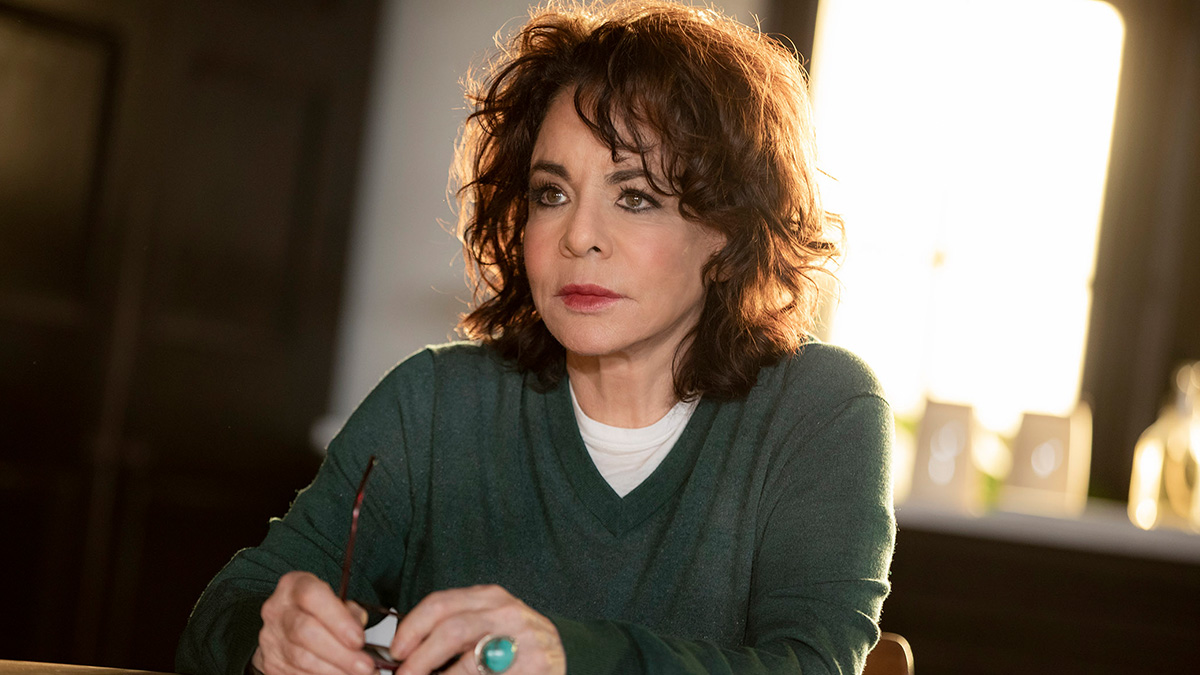 Stockard Channing in Roundabout Theatre Company's <i>Apologia</i>. Photo by Joan Marcus.