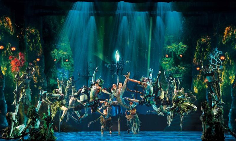 The cast of the national tour of <i>Frozen</i>. Deen van Meer.