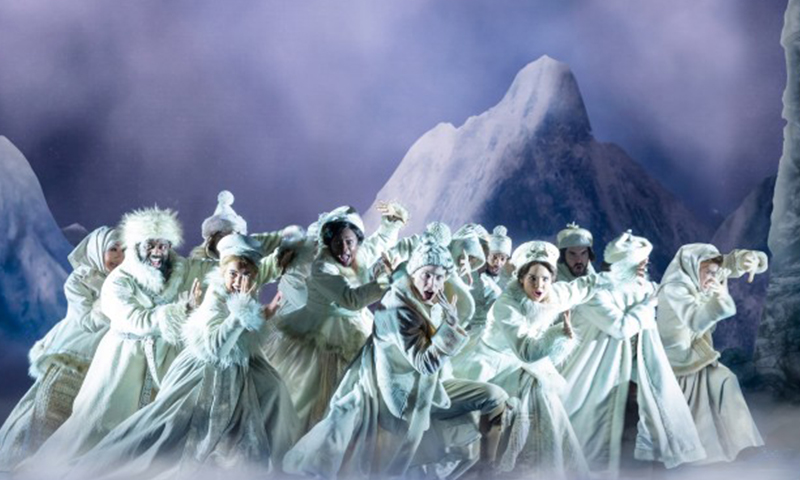The cast of the national tour of <i>Frozen</i>. Photo by Deen van Meer.